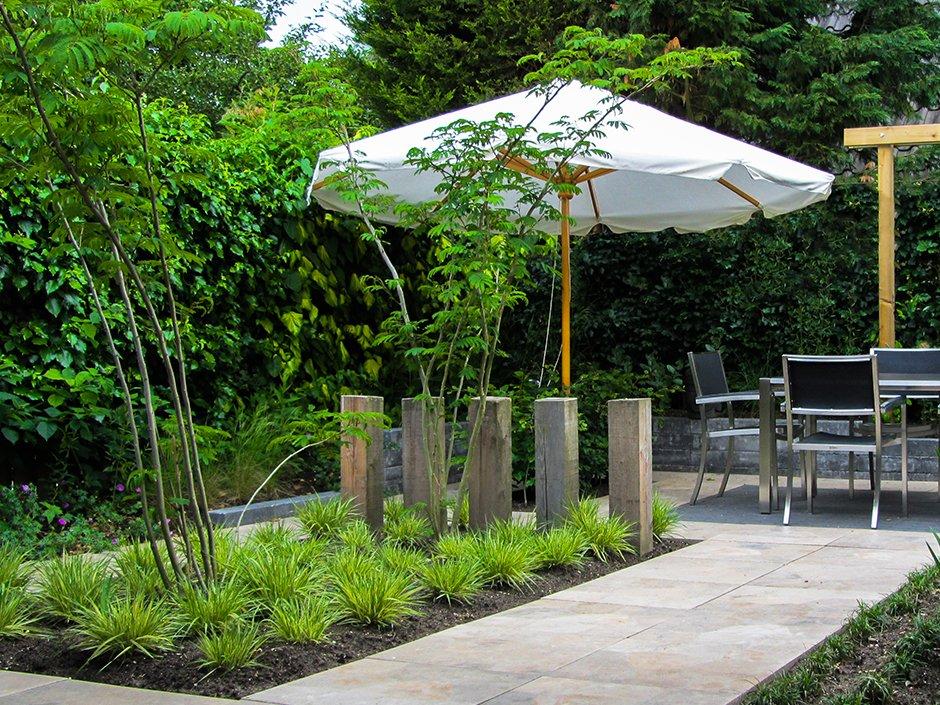 Stijlvolle comfort achtertuin van jaarsveld tuinen for Strakke tuinen met siergrassen