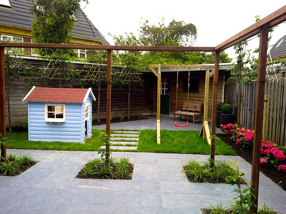 Kindvriendelijke tuin in houten van jaarsveld tuinen for Kleine tuinontwerpen