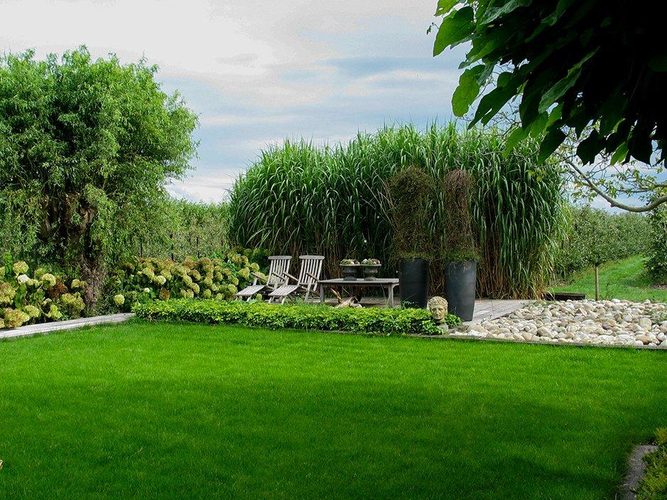 Landelijke tuin met strakke vlakverdeling van jaarsveld for Strakke kleine tuin
