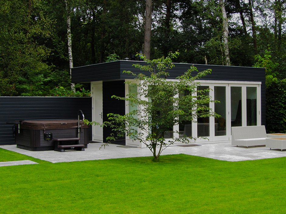 Minimalistische villatuin met jacuzzi van jaarsveld tuinen for Vacature tuin
