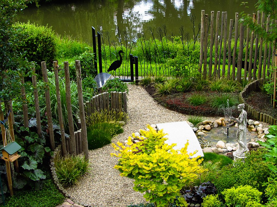 Natuurlijke vogelvriendelijke stadstuin van jaarsveld tuinen for Tuinontwerpen utrecht