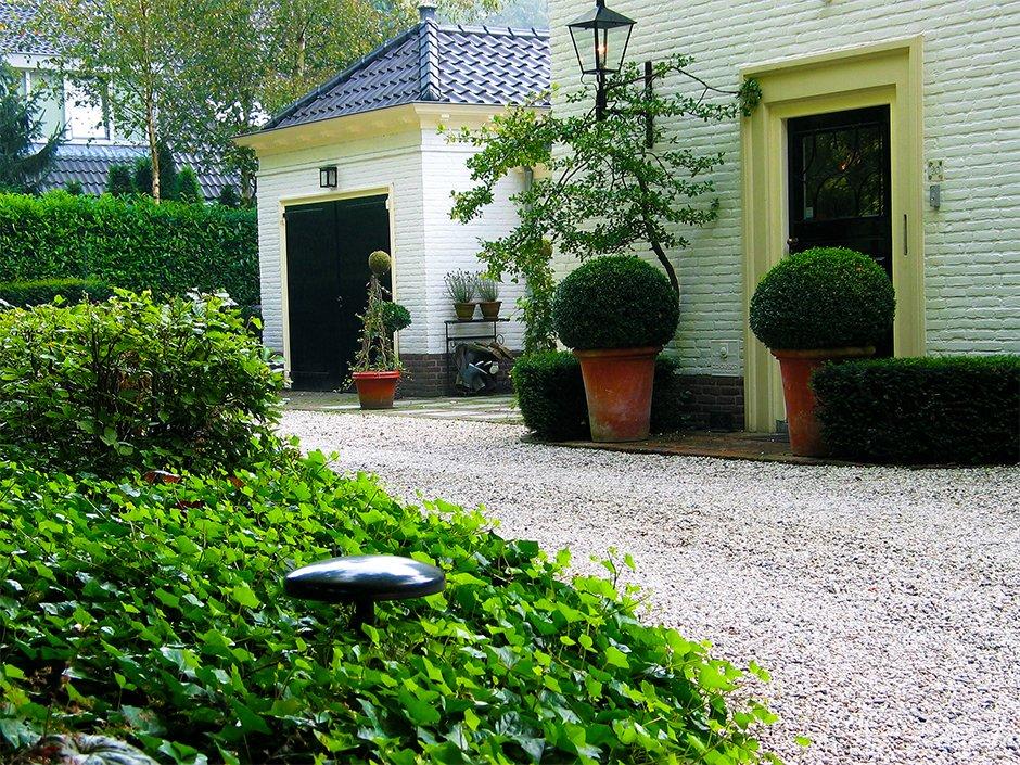 Romantisch villa tuin een groene oase van jaarsveld tuinen for Grind tuin