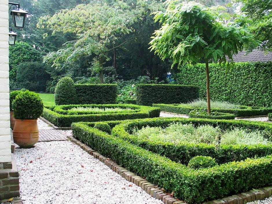 romantisch villa tuin een groene oase van jaarsveld tuinen. Black Bedroom Furniture Sets. Home Design Ideas