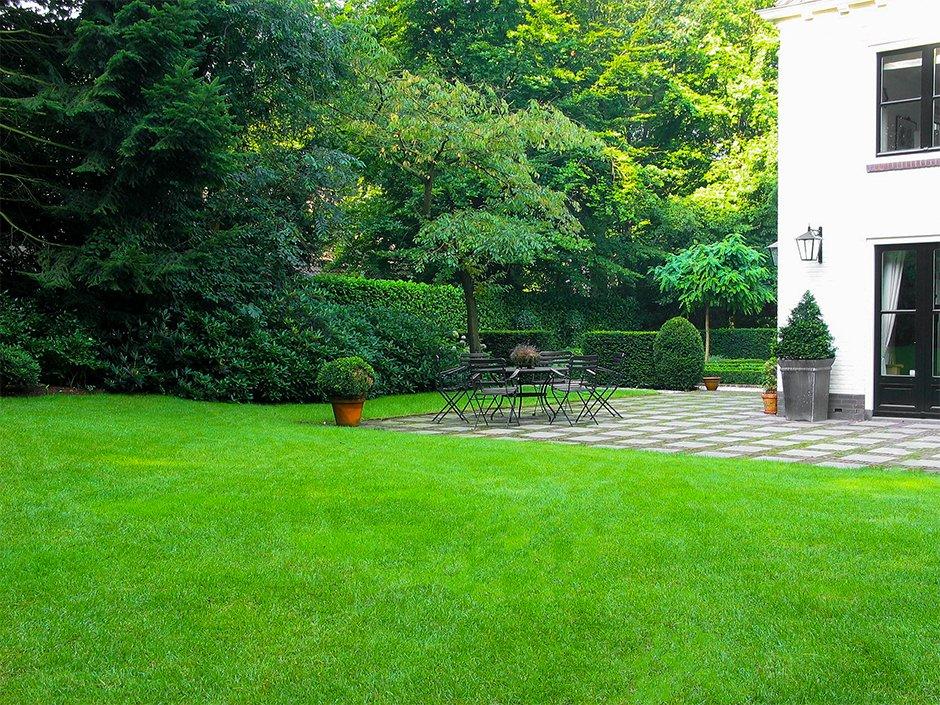 Romantisch villa tuin een groene oase van jaarsveld tuinen for Vacature tuin
