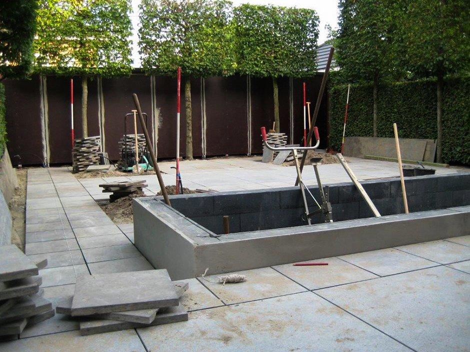 Tuinaanleg moderne strakke design achtertuin van for Strakke kleine tuin