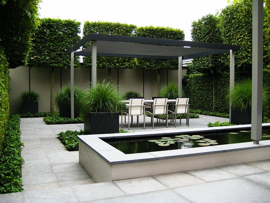 Moderne strakke design tuin in houten van jaarsveld tuinen - Landscaping modern huis ...
