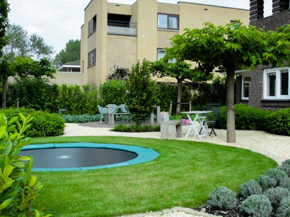 Moderne tuin in de polder van amstelveen van jaarsveld for Tuinarchitect kleine tuin